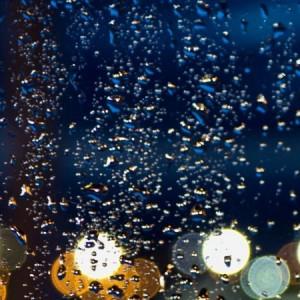 Krople deszczu na szybie – 01
